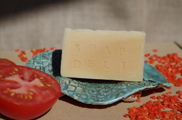 Mydło Pomidorowe do pielęgnacji skóry trądzikowej Soap Deli